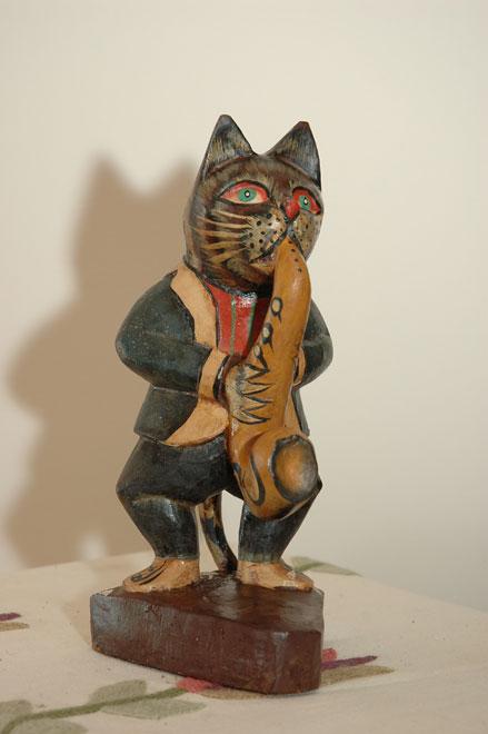 פסל חתול סקסופוניסט